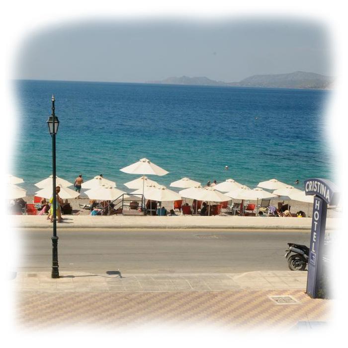 Παραλία Λουτρακίου μπροστά από το ξενοδοχείο Cristina maris