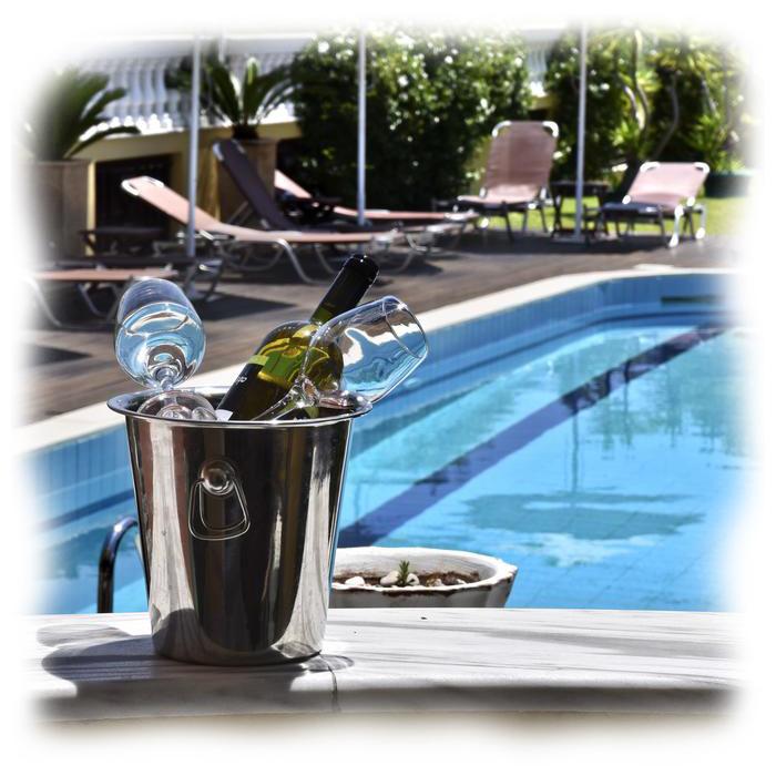 hotel-cristina-maris-loutraki-swimming-pool